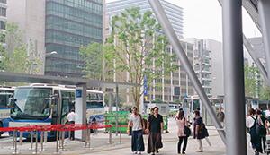JR東京駅前の風景