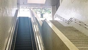 1番出口階段